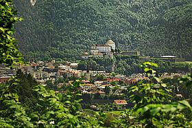 Festung Kufstein mit Blick auf die Bäume