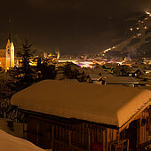 Kössen in Tirol im Winter bei Nacht