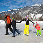 Ice skating with the family in Kössen