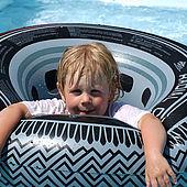 Spaß im Pool vom Campingplatz Wilder Kaiser
