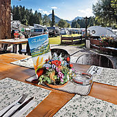 Blick auf den Campingplatz aus dem Garten der Kaiseralm