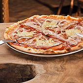 Knusprige Pizza in der Kaiseralm